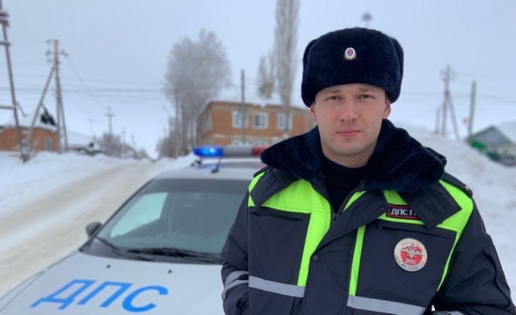 Дорожный полицейский помог травмированной пенсионерке