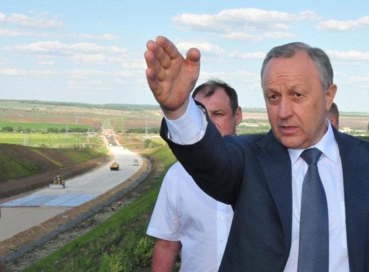 Какую оценку заслуживает Валерий Радаев за региональные дороги?