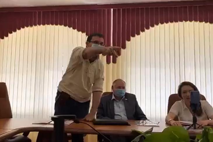 Подзатыльник для депутата – как разнообразить жизнь Саратовской облдумы