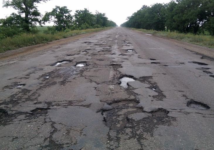 Качество саратовских дорог оказалось одним из худших в России